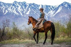 Rideklær på hesteryggen